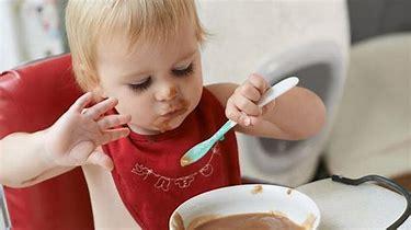 baby feeding itself